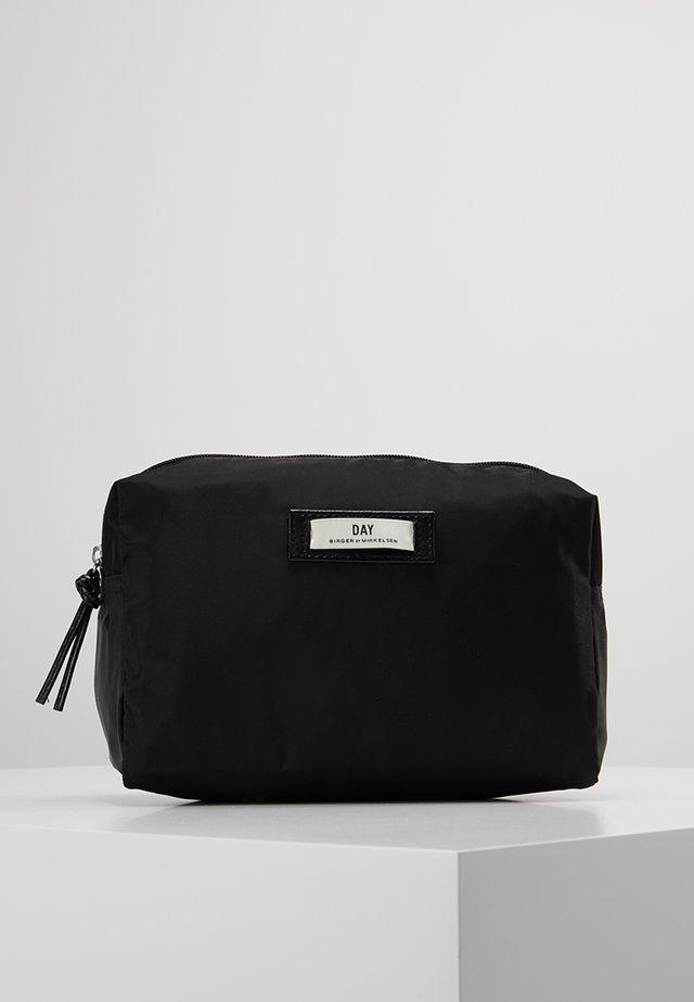 GWENETH - Toiletti-/meikkilaukku - black