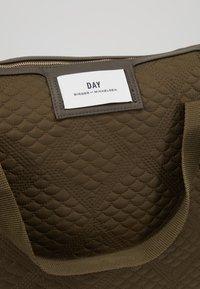 DAY Birger et Mikkelsen - GWENETH TOPAZ CROSS - Shoppingveske - ivy green - 6