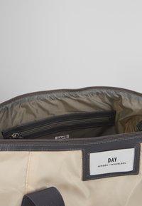 DAY Birger et Mikkelsen - GWENETH CROSS - Shoppingveske - moonlight beige - 5