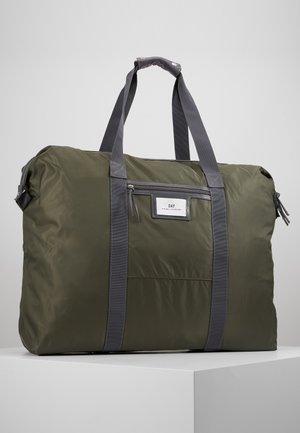 GWENETH WEEKEND - Weekendbag - four leaf clover green