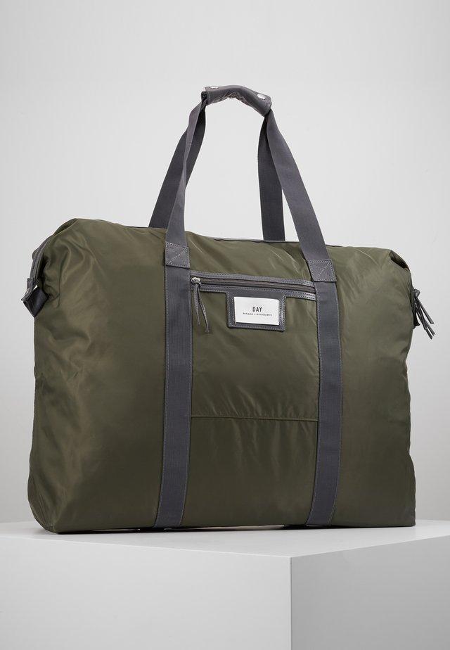 GWENETH WEEKEND - Weekend bag - four leaf clover green