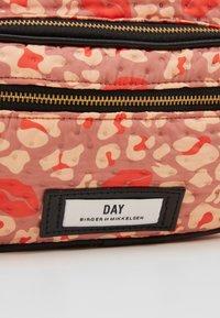 DAY Birger et Mikkelsen - DAY GWENETH LEO KISS - Skulderveske - hot coral orange - 2