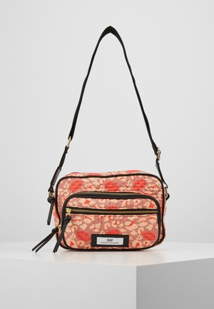 DAY GWENETH LEO KISS - Sac bandoulière - hot coral orange