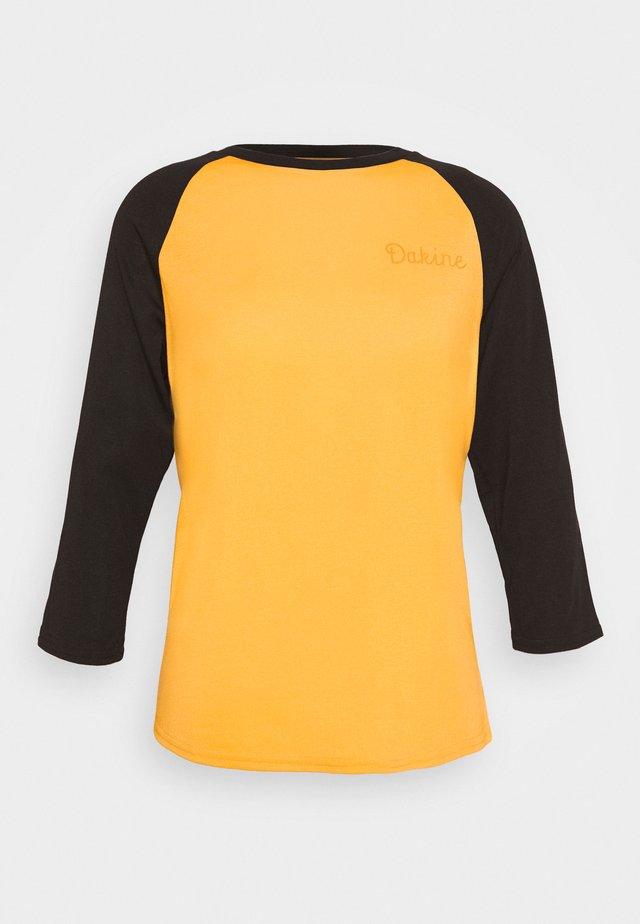 WOMEN'S RAGLAN TECH - Funkční triko - golden glow