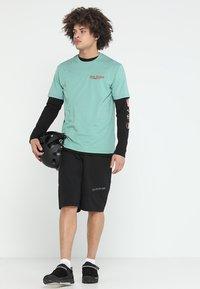 Dakine - BETTAH  - T-Shirt print - feldspar - 1