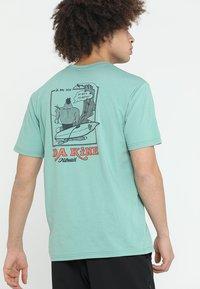 Dakine - BETTAH  - T-shirts print - feldspar - 2