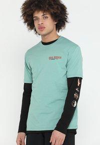 Dakine - BETTAH  - T-Shirt print - feldspar - 0