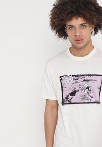 Dakine - NINETY FOUR - T-Shirt print - off white - 3