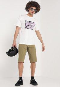 Dakine - NINETY FOUR - T-Shirt print - off white - 1