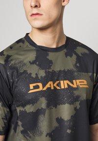 Dakine - THRILLIUM  - T-Shirt print - dark olive - 5