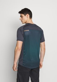 Dakine - SYNCLINE - T-Shirt print - slate blue stripe - 2
