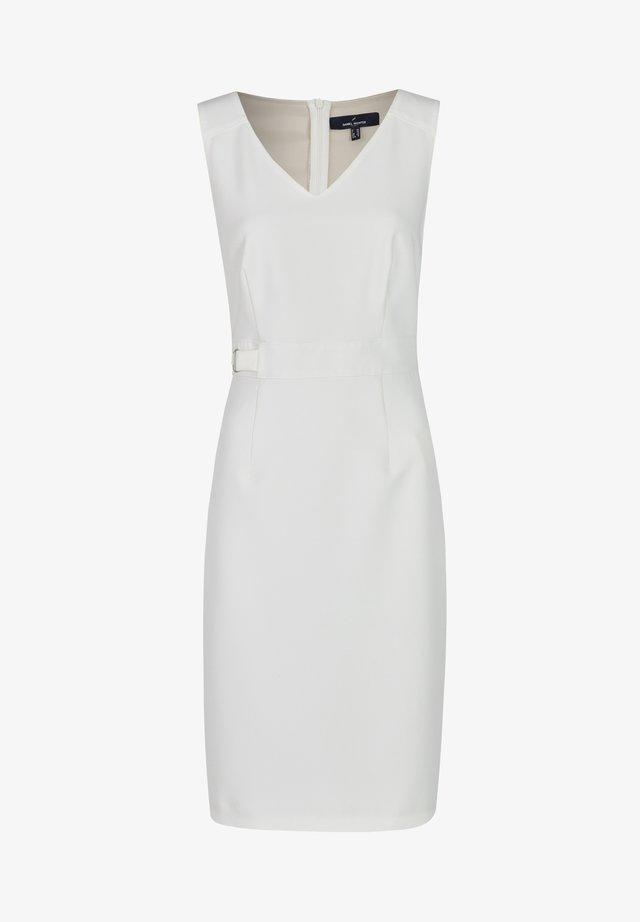MIT MODISCHEN DETAILS - Shift dress - white