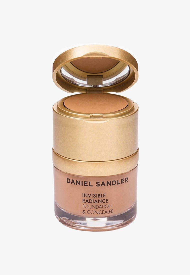Daniel Sandler - INVISIBLE RADIANCE FOUNDATION - Fond de teint - deep sand