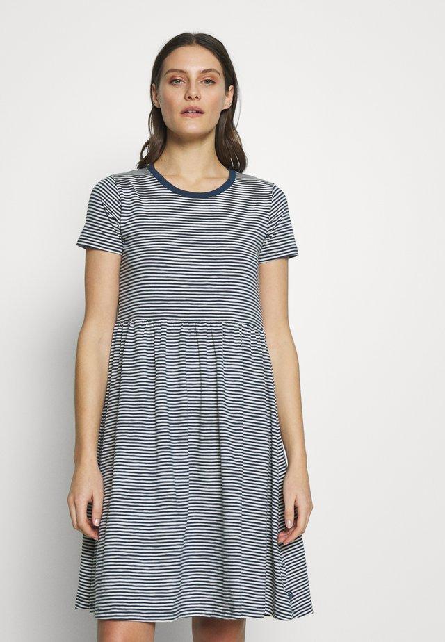 ORGANIC NIELSEN DRESS - Vestito di maglina - cold slate/chalk