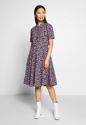 PRIM DRESS - Denní šaty - warm viola