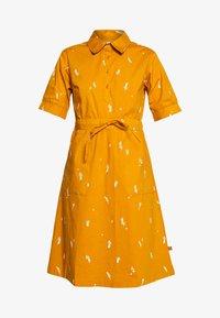 Danefæ København - SUSANNE DRESS - Košilové šaty - light amber markblomst - 4