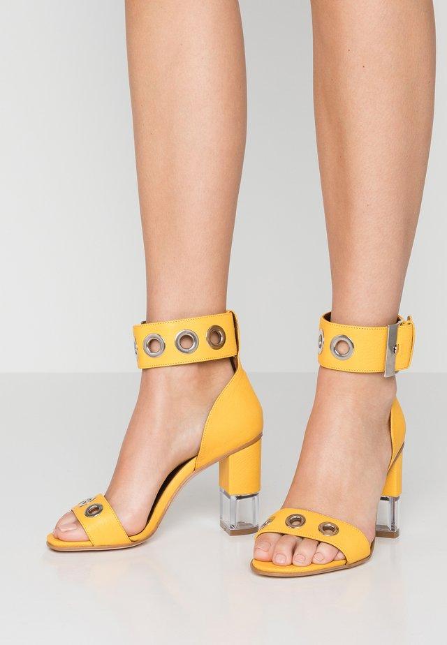SELENIX  - Sandály na vysokém podpatku - matrix mais