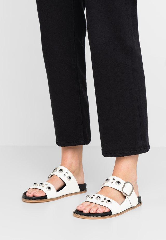 MARISA - Pantofle - matrix bianco