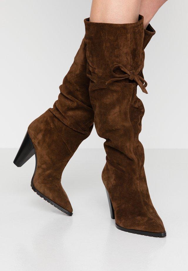 KORA - Kozačky na vysokém podpatku - arabica