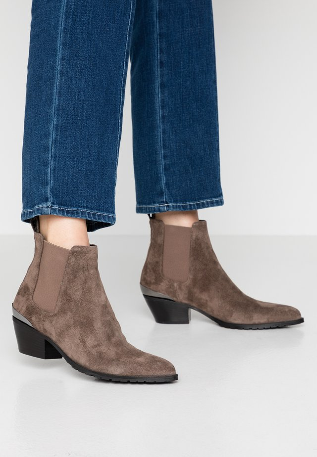 KELSY - Ankle boot - bisonte