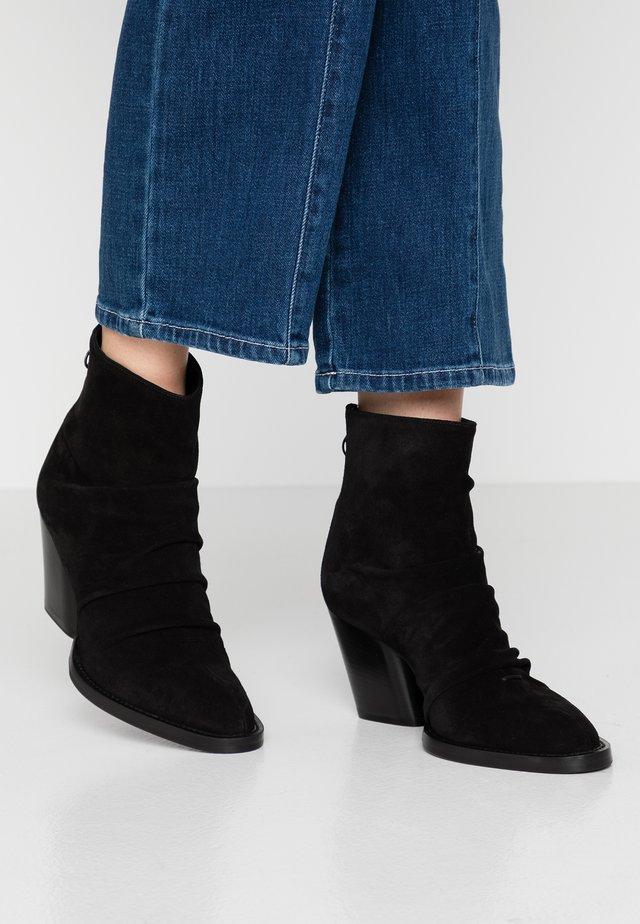 KAYLA - Kotníkové boty - nero
