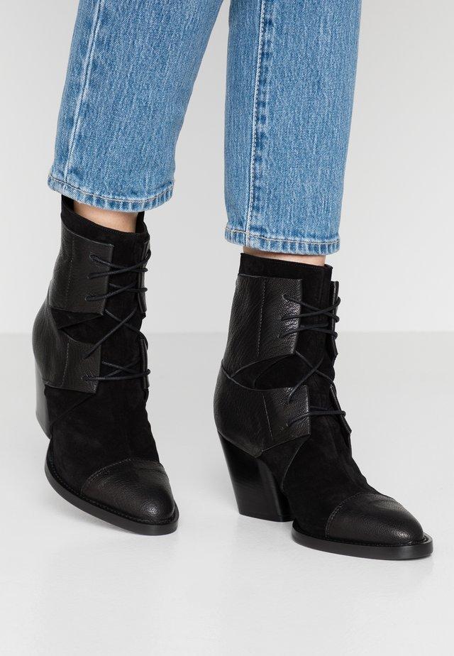 KAYLA - Šněrovací kotníkové boty - nero
