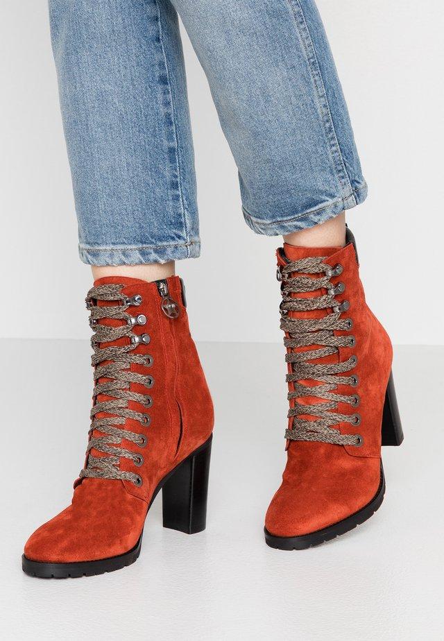 KASSY - Kotníková obuv na vysokém podpatku - arabesco