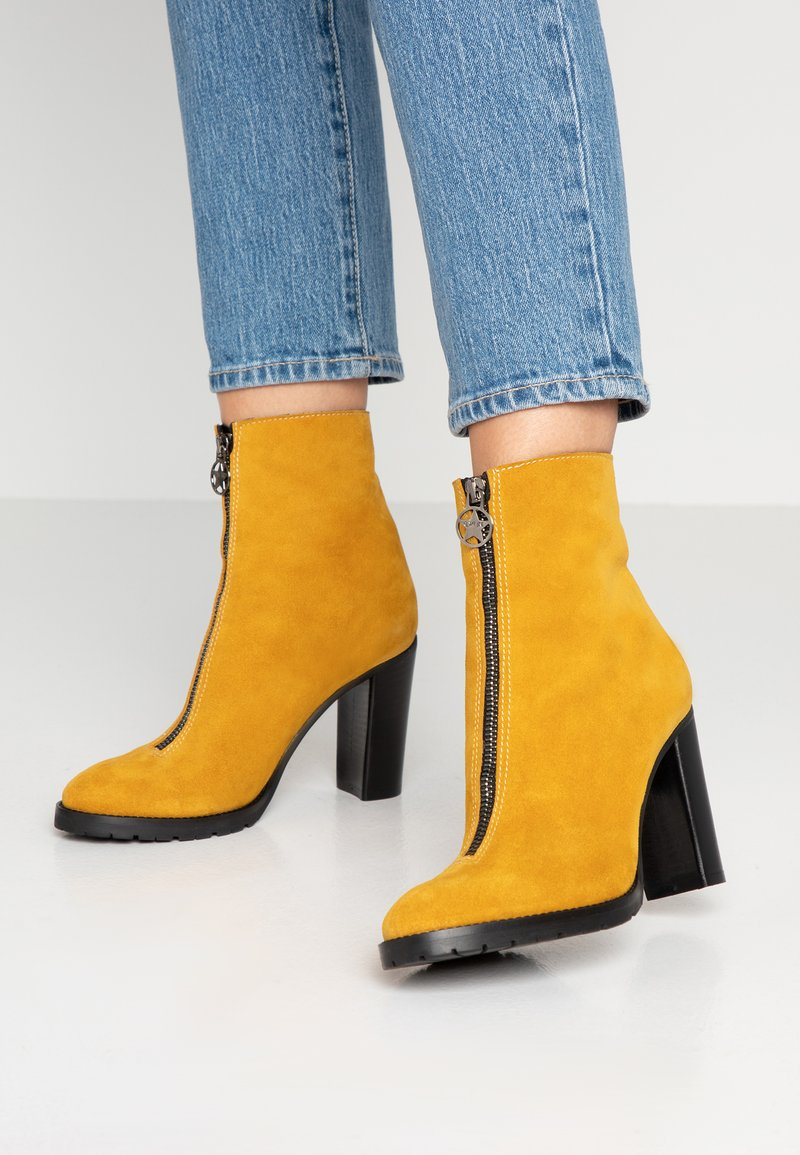 Day Time - KASSY - High Heel Stiefelette - ananas