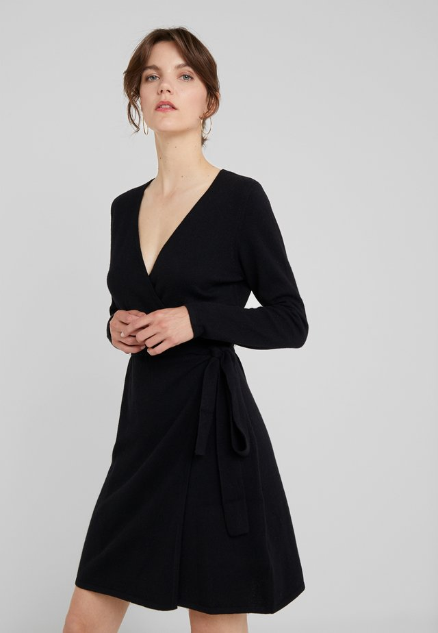 WRAP OVER DRESS - Strikket kjole - black