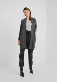 Davida Cashmere - POCKET LONG - Gilet - dark grey - 1