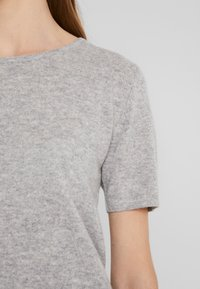 Davida Cashmere - T-Shirt basic - light grey - 4