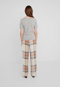 Davida Cashmere - T-Shirt basic - light grey - 2