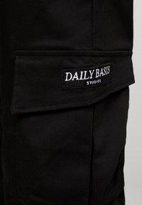 Daily Basis Studios - BASIS - Cargobyxor - black - 6