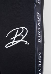 Daily Basis Studios - JAQUARD SIDE - Teplákové kalhoty - black - 4