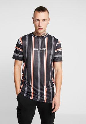 STRIPE TEE - T-shirts med print - black/coral