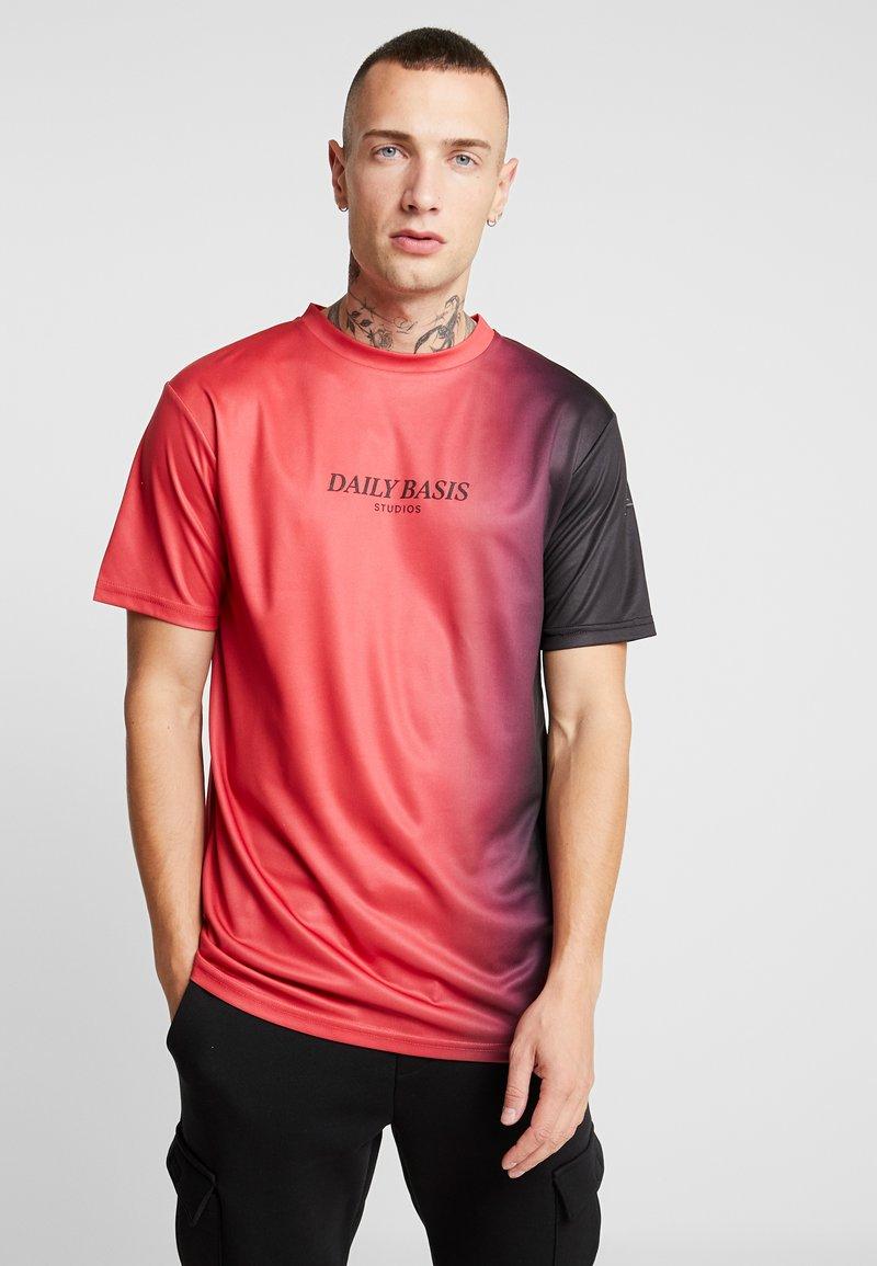 Daily Basis Studios - SIDE FADE TEE - T-shirt imprimé - red