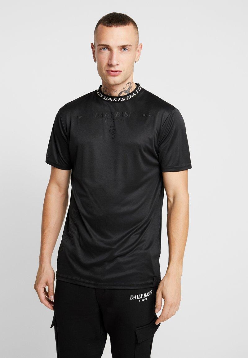 Daily Basis Studios - INJECTION TEE - T-shirt z nadrukiem - black
