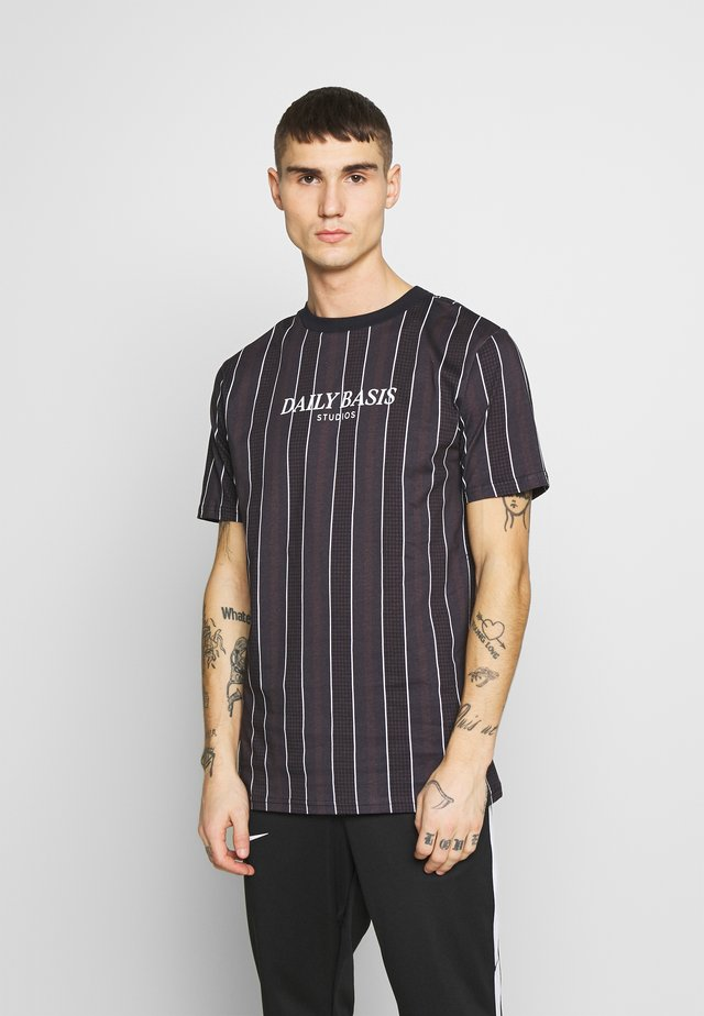 HOUNDSTOOTH STRIPE TEE - T-shirt print - black