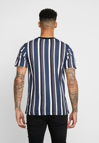 Daily Basis Studios - SIGNATURE STRIPE TEE - T-shirt med print - white - 2