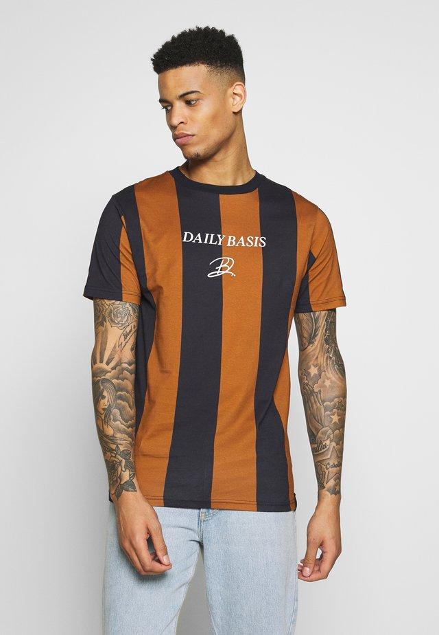 DECK STRIPE TEE - T-shirt print - caramel