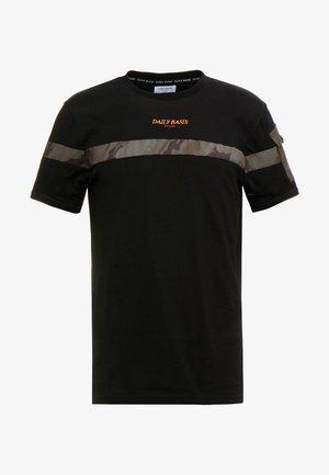 CAMO BLOCK TEE - T-shirt print - black
