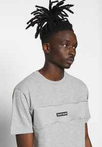 Daily Basis Studios - DAILY BASIS - T-shirt print - grey - 3