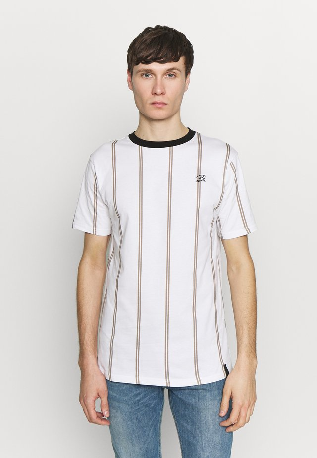 DAILY BASIS  - T-shirt z nadrukiem - white