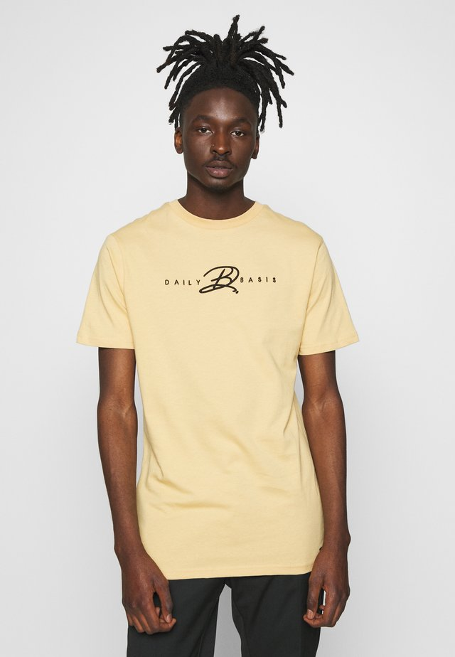 SIGNATURE - T-shirt med print - sand