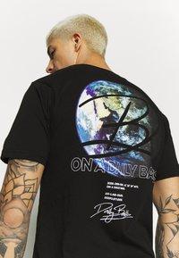 Daily Basis Studios - GLOBAL - T-shirt print - black - 5