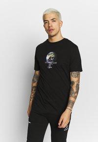 Daily Basis Studios - GLOBAL - T-shirt print - black - 2
