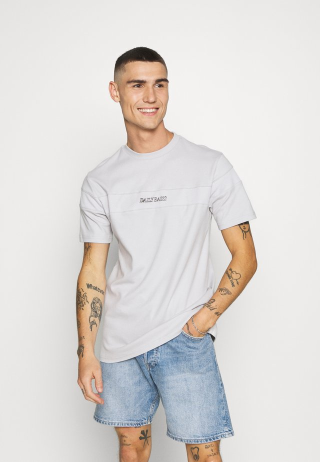 BLOCK - T-shirt med print - grey