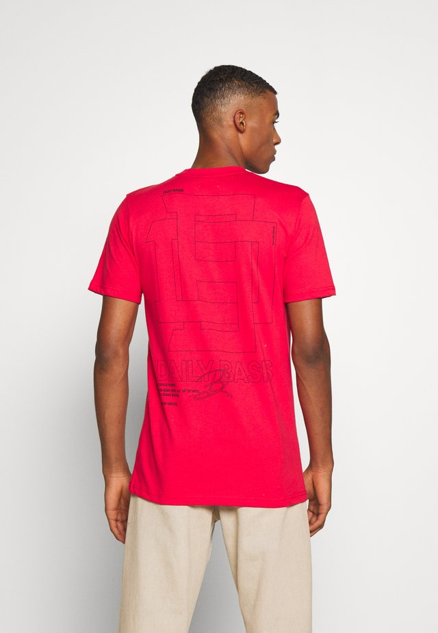 DAILY BASIS REFLECTIVE  - T-shirt med print - red