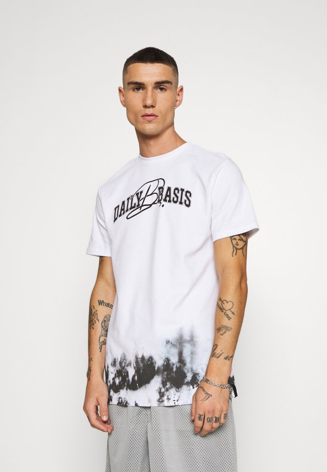 DAILY BASIS SIDE DYE - T-shirt med print - white
