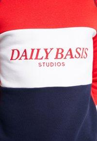 Daily Basis Studios - BLOCK CREW - Mikina - navy/red/white - 5